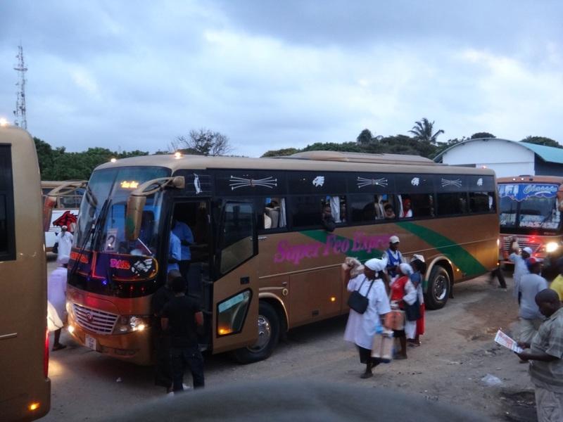 目的地ムビンガまで一日で行くバス。確か約1100キロの道のり・・・
