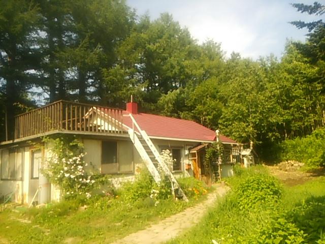 メーメーベーカリーはウナベツ岳の麓の森の中にあります
