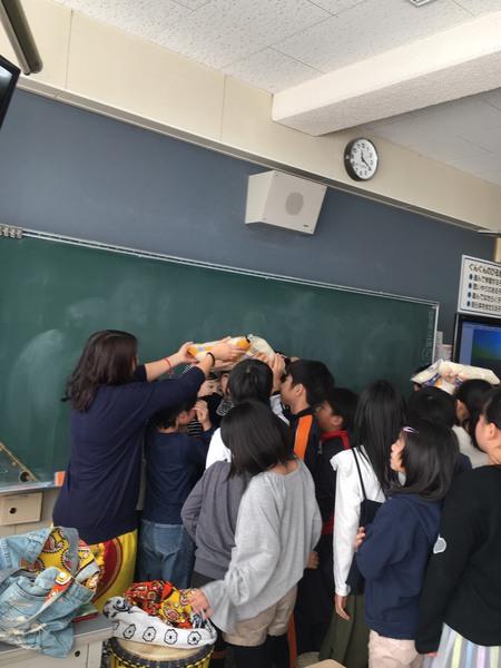 お米を頭に乗せる体験は大人気でした!