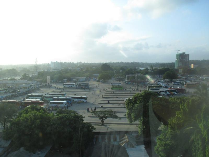 ホテルから見たウブンゴバスターミナル