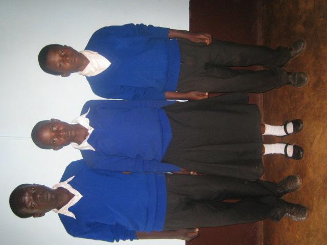 中学校に入ったばかりの頃のスティーブンと、一緒に支援を受けているベダとフランシスカ。