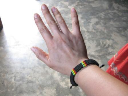 トワリブがくれたミサンガ。今も右腕に着いています。