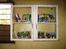 小さな本棚、少ない本